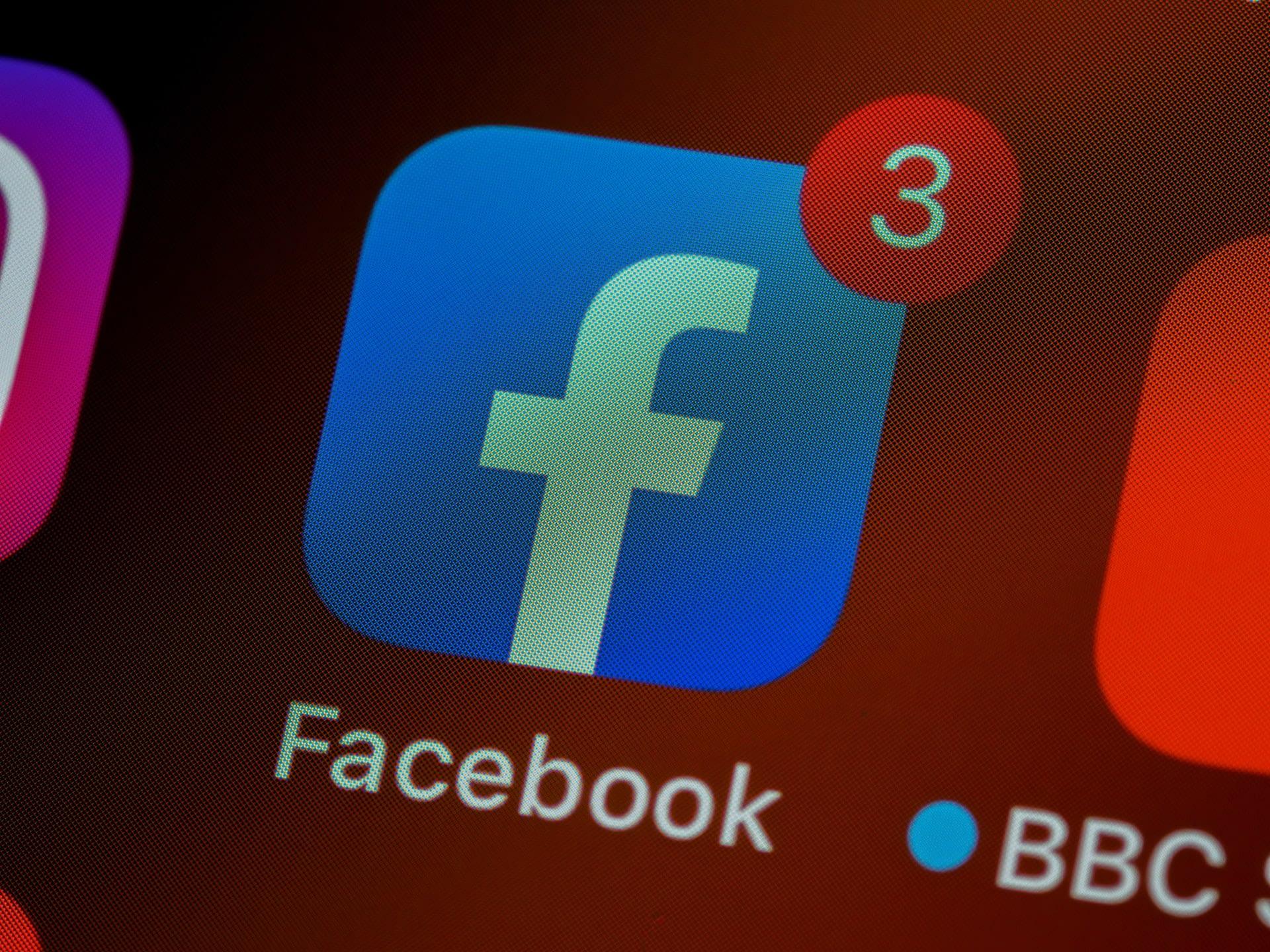 facebook or linkedin ads